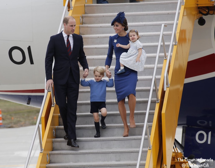 canada-airport-arrival-cambridges-on-stairs-deplaning-blue-packham-via-crown-ca