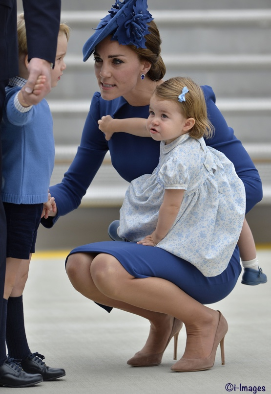 The Duke and Duchess of Cambridge, Prince George and Princess Charlotte arrive at Victoria International Airport at the start of their seven day tour of Canada, in Victoria, British Columbia, Canada, on the 24th September 2016. Picture by James Whatling Ref: SPL1361923 240916 Picture by: James Whatling Splash News and Pictures Los Angeles:310-821-2666 New York: 212-619-2666 London: 870-934-2666 photodesk@splashnews.com